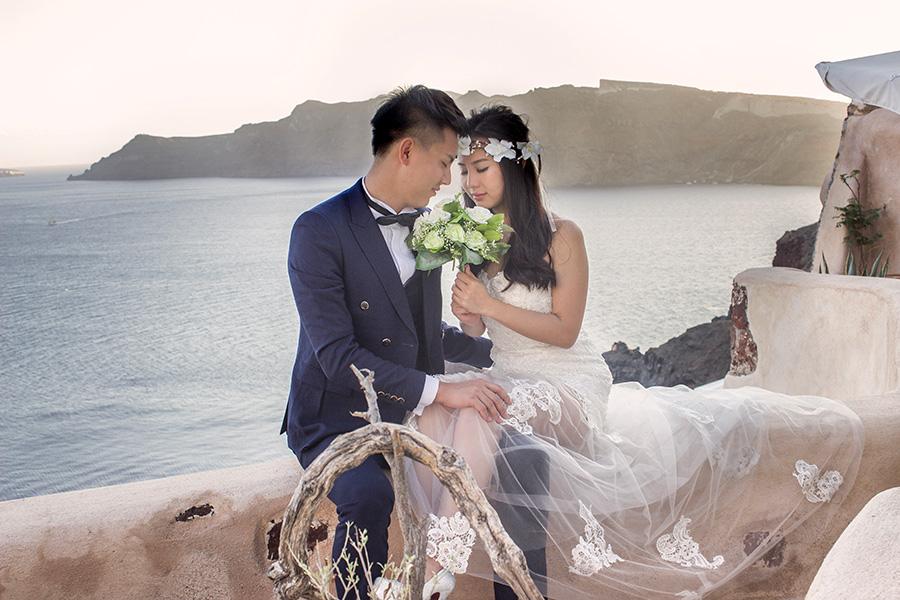 Professional wedding, pre wedding, honeymoon and post wedding photographer based in Santorini island and cover all over Greece.