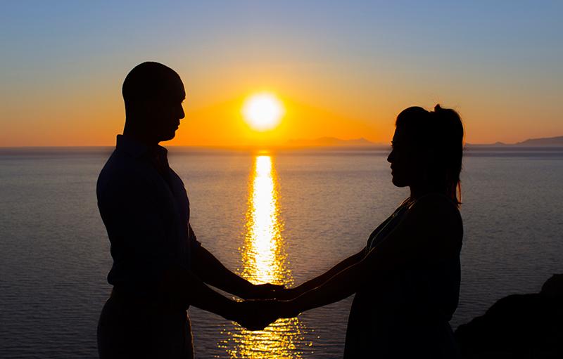 romantic couple outline sunset