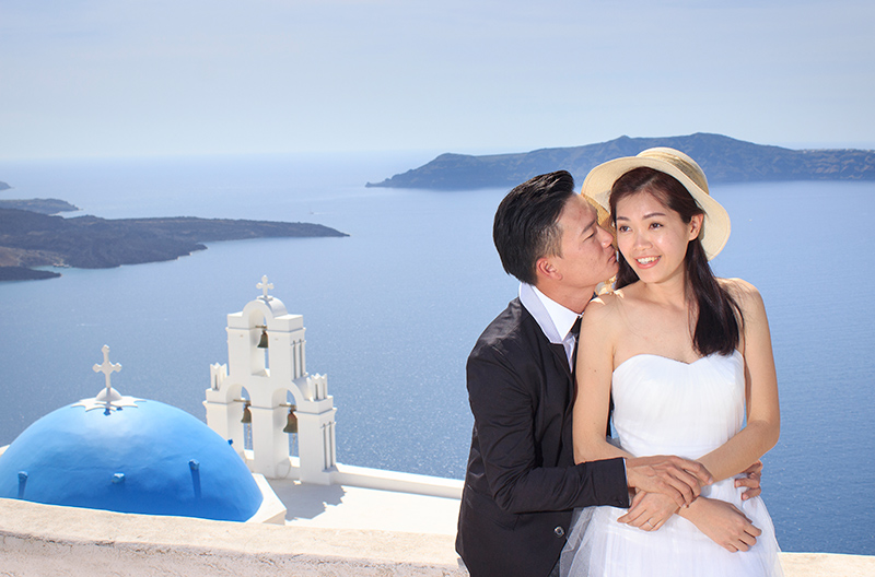 Elegant Pre wedding Picture in Santorini