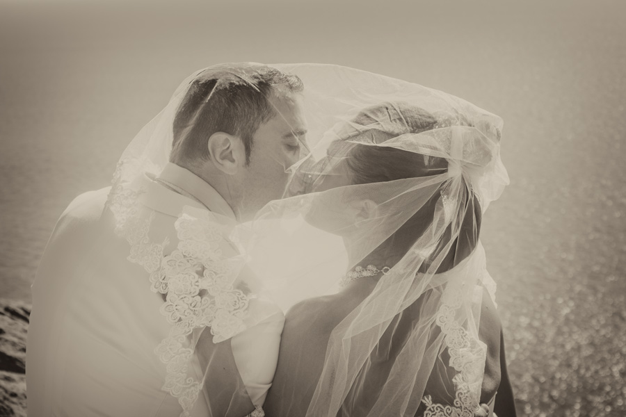 black and white picture wedding couple kiss