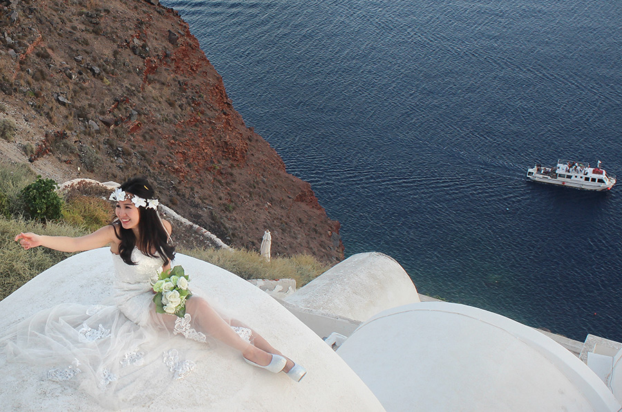 Beautiful bride from Hong Kong to Santorini