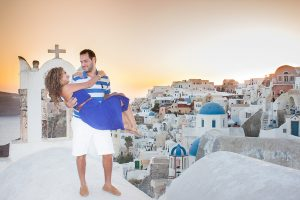 Read more about the article Santorini Anniversary Photography | Love Becomes Beautiful With Time