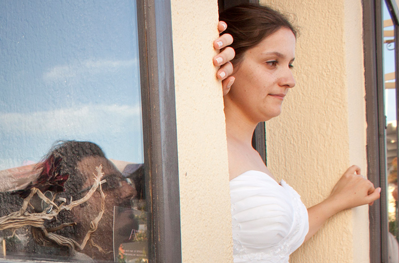 creative wedding photography with mirror glass
