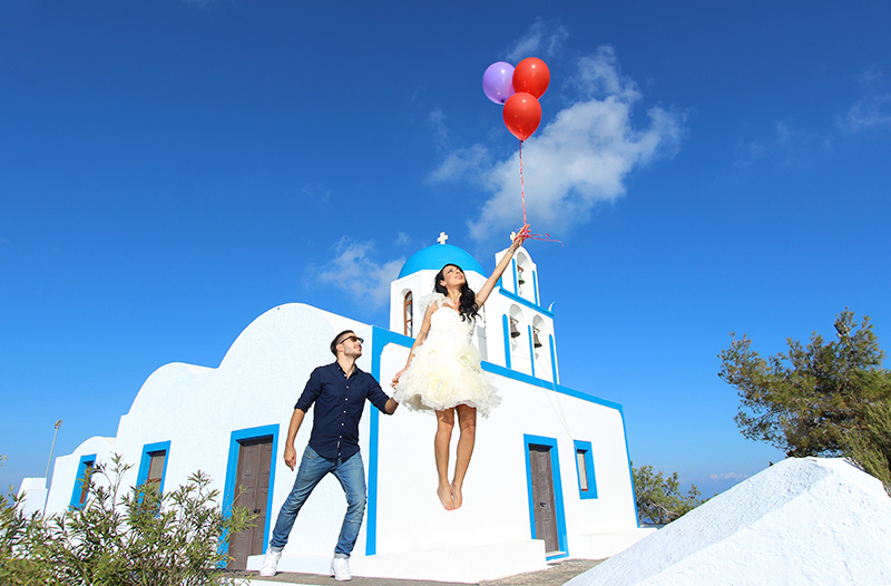 bride levitation photography ballons idea