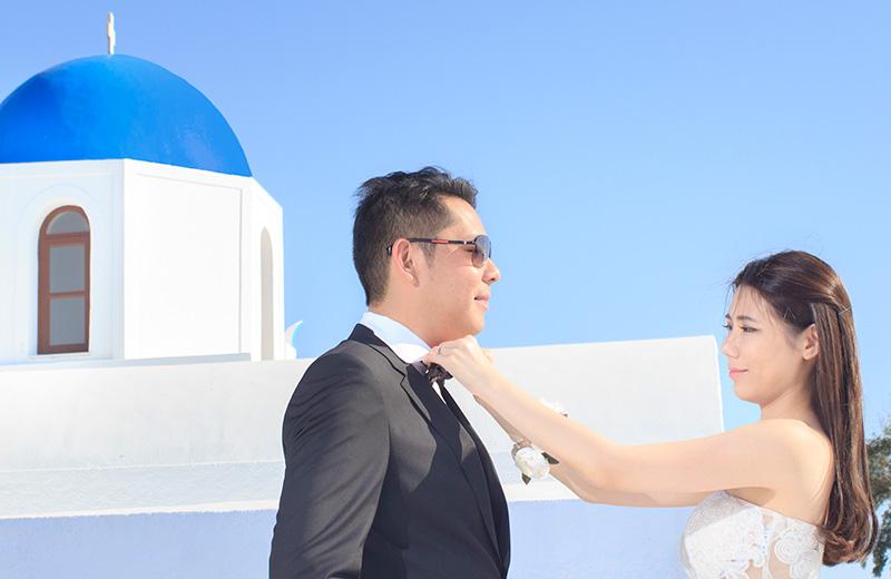 groom looking bride with love