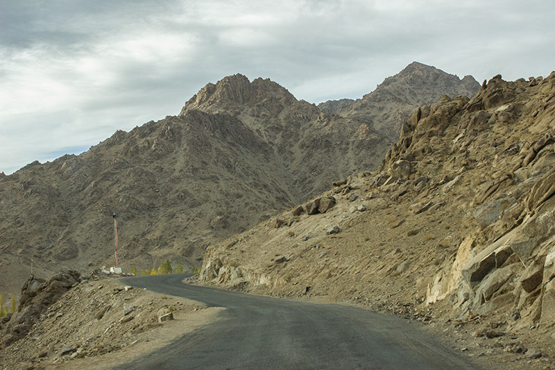 pic of the road from Leh to Likir Gompa Monastery