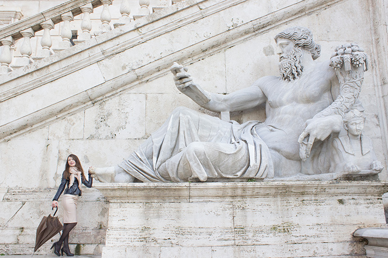 solo outdoor portrait in Rome of a beautiful woman