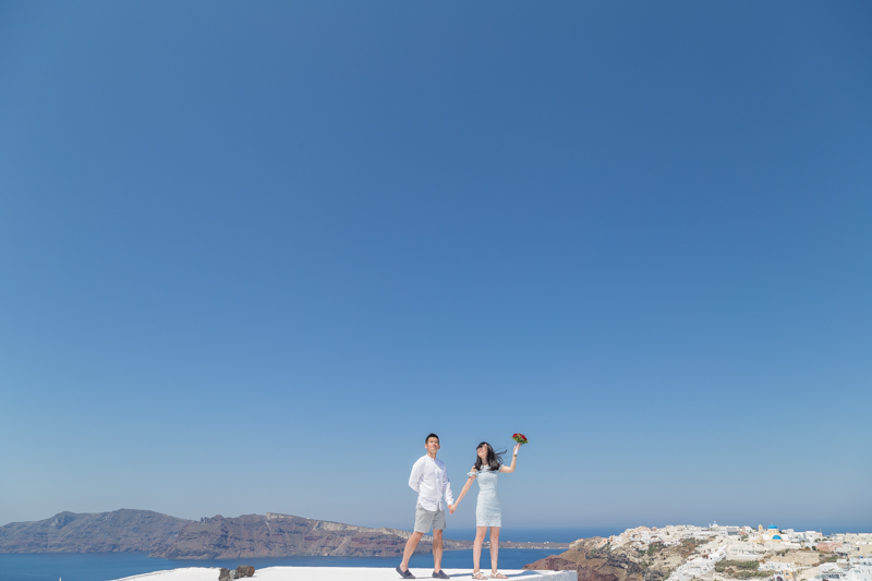 couple photographer in santorini