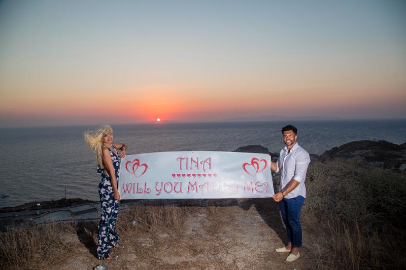 marriage proposal surprise in Santorini