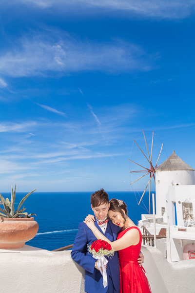 engagement photography in oia santorini