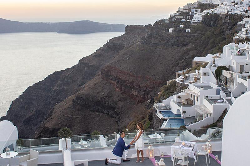 marriage-proposal pegasus suits balcony