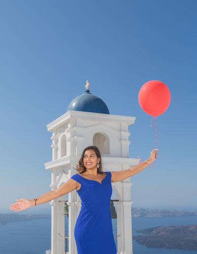 balloons-santorini-photoshoot