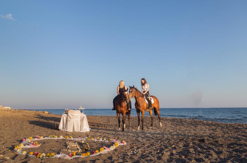 guy surprise wedding proposal santorini