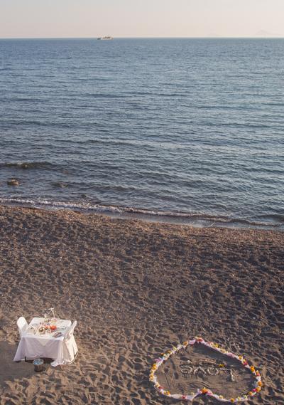 romantic outdoor proposal santorini