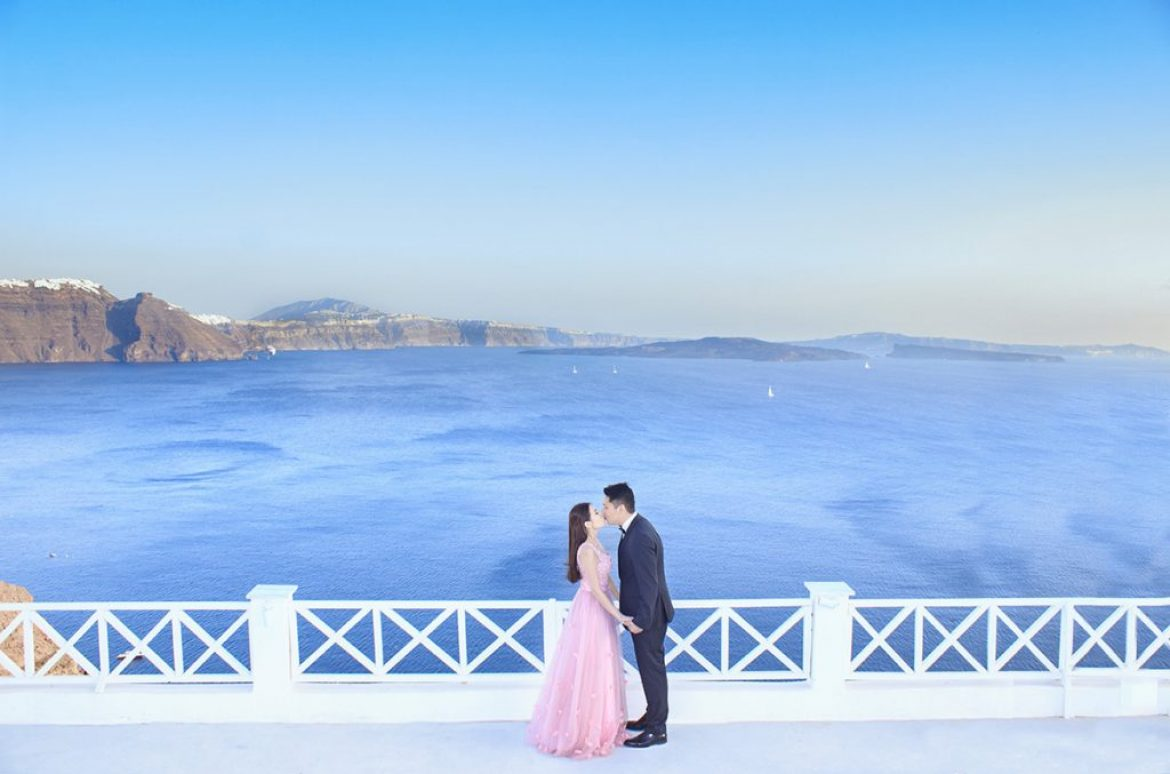 Pre – wedding dream comes true with shooting in Santorini : What dreams are made of